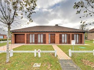 Villa met twee slaapkamers op prachtig vierkant perceel, in OostduinkerkeIndeling: Inkom, WC, 2 slaapkamers, keuken, ruime woonkamer, garage en tuinTr