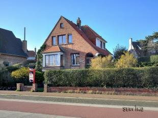 Sint-Idesbald : grote authentieke villa met vier slaapkamers !Indeling: inkomhall, woonkamer, eetkamer, keuken, één slaapkamer, afzonder
