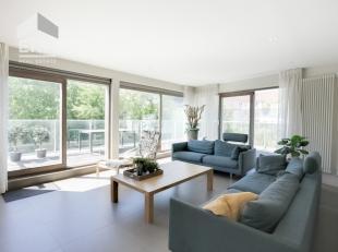 Exclusief en luxueus 3 slaapkamer appartement met privé zwembad in de residentie Camelia te Sint-Idesbald !Indeling: Ruime leefruimte met terra