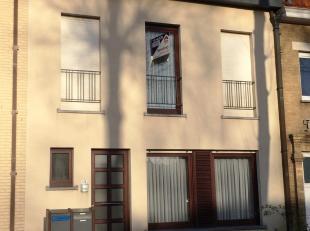 Gemeubeld duplex - appartement te Oostduinkerke gelegen op de Leopold II laan, tussen dorp en bad. Eerste en tweede verdieping, zonder lift.Indeling e