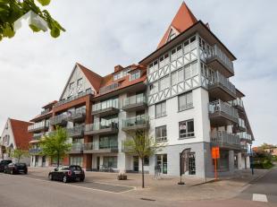 Sint-Idesbald : recent luxe woonappartement, hoek - villastijl !Indeling: inkomhall, living met terras, ingerichte open designkeuken, berging, twee sl