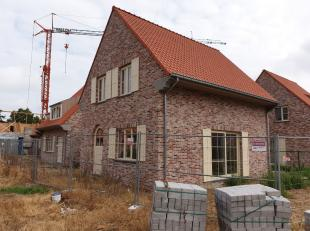 aterdag 24 augustus: Zomeropendeur van 14u tot 16uZonnige halfopen nieuwbouwvilla gelegen in Simli-wijk Nieuwpoort.Indeling: inkom met wc, living, uit