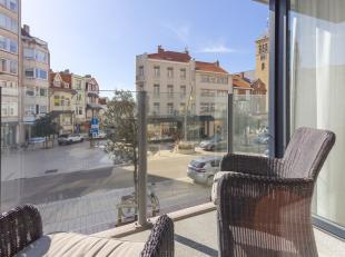 Offre exceptionnel: très grand appartement luxueux dans le centre de La Panne !Composition: hall dentrée avec vestiaire, grand living, d