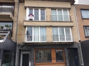 Centraal gelegen appartement in een kleine residentie !Indeling: inkomhall, ruime living, keuken, berging, douchekamer, afzonderlijk toilet, é&