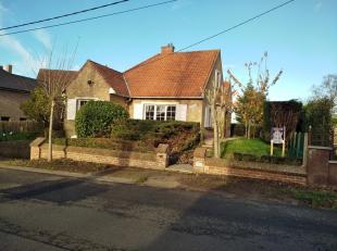 Huis met 3 slaapkamers, garage en tuin op een zeer mooie ligging te Koksijde !Indeling: gelijkvloers: inkom, living, ingerichte keuken, toilet, 2 slaa