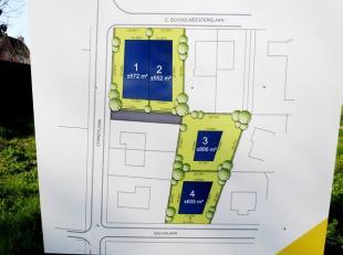 Stuk bouwgrond op enkele stappen van het centrum en de zee !Indeling: het perceel : 552 m². Troeven: Geen bouwverplichting !Halfopen bebouwing !