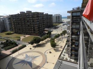 Gezellige studio, zonnekant, met zicht op het Esplanadeplein te De Panne !Indeling: inkomhall met slaaphoek (stapelbed), living met kastbed, open keuk