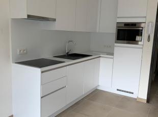 Volledig gerenoveerd appartement (ongemeubeld) met 1 slaapkamer te Nieuwpoort-Bad, op wandelafstand van dijk en strand.Bestaande uit: inkom, living me