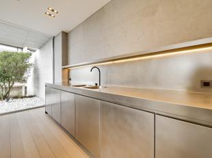 UNIEK ! Ruim en luxueus nieuwbouwappartement met uiterst verfijnde afwerking in hoogwaardige materialen. Zeer grote zonneterrassen die vlekkeloos aans