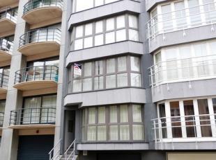 Koksijde-Bad : appartement, twee slaapkamers, vlakbij het strand !Indeling: inkomhall, living, keuken, badkamer, twee slaapkamers, terras, priv&eacute