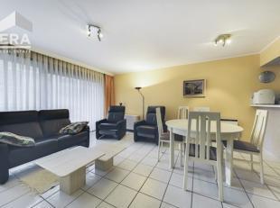 Koksijde-Bad : instapklaar appartement, zonnekant, vlakbij de Zeedijk !Indeling: inkomhall met vestiaire, ruime living, ingerichte open keuken, bergin