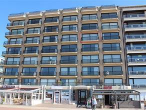 Gemeubeld appartement te koop op de Zeedijk van Oostduinkerke. Het appartement bevindt zich op de vijfde verdieping, wat zorgt voor een subliem, front