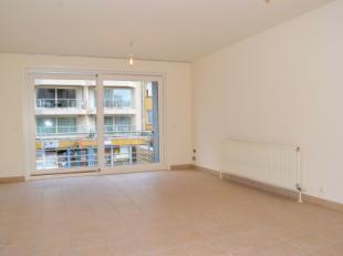 Cet appartement est absolument à visiter! Situé au coeur de St-Idesbald! De la terrasse, vous avez une vue latérale sur mer. La r