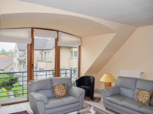 Lichtrijk appartement in een mooie residentie. Het appartement bevindt zich op het tweede verdiep, zonder lift. De raampartijen zorgen voor een mooi z