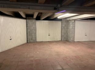 Garage te koop in garagecomplex op kelderverdieping. Afmetingen: L: 5m75, B: 2m45, H:1m86. Gelegen op de hoek van de Lalouxlaan en de Koninklijke Baan