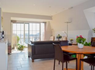 Dit modern appartement (4e verdieping) pal in het centrum van Koksijde is absoluut te bezoeken. Het betreft een twee kamer appartement met twee zonnig