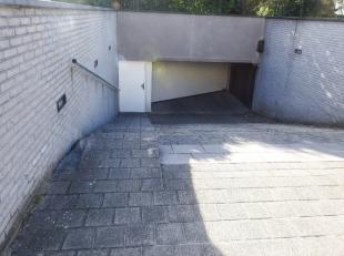 Centraal gelegen te Sint-Idesbald, vlot toegankelijke garage met mooi afmetingen. Oppervlakte 23.13 m², breedte 2.70 meter met een gemiddelde die