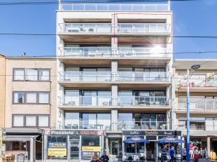 Mooi appartement met panoramisch zicht op het stemmige Gezelleplein. Ruime living met open keuken en heel breed terras, een aparte badkamer en een sla