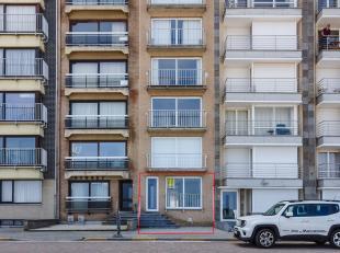 Unieke kans op de zeedijk! Heel mooi en hedendaags appartement met doorlopende living en groot terras. Met zijn oppervlakte van 95 m² waar u vanu