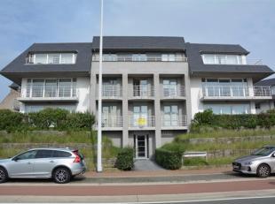 Knap appartement in villa-residentie. De voordelen van een gelijksvloers met heel groot terras maar toch op één niveau boven de straat m