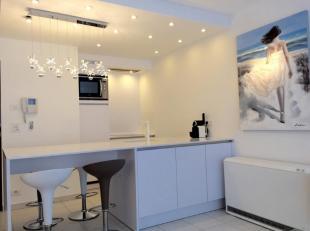 Luxueus, volledig bemeubeld appartement in een moderne residentie gelegen in hartje Sint Idesbald pal aan de winkels en op 2min wandelen van het stran
