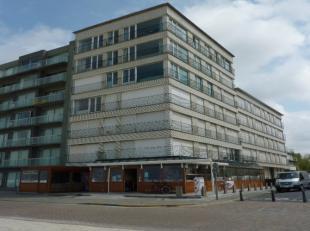 Gemoderniseerd appartement met frontaal zeezicht. Gunstige ligging op de dijk en op slechts 5min wandelen van het centrum van Sint-Idesbald.Indeling:I