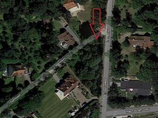 Ruim hoekperceel voor open bebouwing met een straatbreedte van respectievelijk 40m en 50m en met een totale oppervlakte van 1121m². Het perceel i