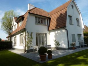 Klassevolle villa in Cottagestijl ontworpen door arch. G. Lejeune. De villa werd gerenoveerd in duurzame materialen en met behoud van het originele ka