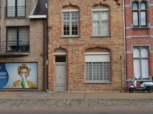 Dit prachtig gerenoveerd herenhuis is centraal gelegen in Oostduinkerke  dorp.  de karaktervolle woning werd volledig gerenoveerd met duurzame materia
