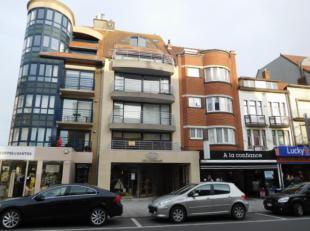 Prachtig duplex appartement in de Zeelaan<br /> Inkom met vestiaire en afzonderlijk toilet<br /> Eet - en zithoek, beide met groot terras<br /> Afzond