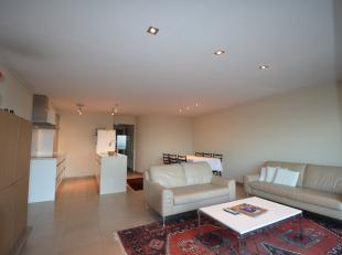 Modern en verzorgd luxe-appartement op de dijk.<br /> Het appartement beschikt over een grote living met balkon, de open keuken met keukeneiland is lu