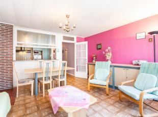 Zonnig tweeslaapkamer appartement met mooi zijdelings zeezicht te Koksijde.Indeling: inkomhall, leefruimte, keuken, badkamer met toilet, 2 slaapkamers