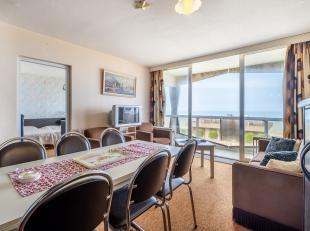 Dit op te frissen / te renoveren appartement biedt u een fenomenaal zicht op zee en duinen!Indeling: inkomhall met slaaphoek, keuken, leefruimte uitge