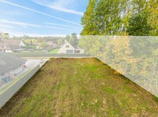 Rustig gelegen stuk bouwgrond van 782 m². Er is ook een private toegangsweg waarvan u voor de helft eigenaar bent, deze bevat zo'n 135 m². D