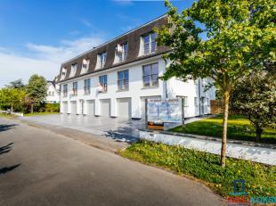 Het gelijkvloers appartement is gelegen in een kleinschalige en charmante residentie in villastijl.Het gerenoveerde gelijkvloers appartement bestaat u
