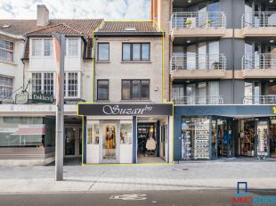 Koksijde-Bad - Handels gelijkvloers + appartement: uiterst centrale ligging en geschikt voor alle handelsdoeleinden. Bestaande uit : winkelruimte met