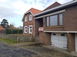 Charmante woning in residentiële buurt van Oostduinkerke te koop. Deze op te frissen woning is uitermate rustig gelegen in een doodlopende straat