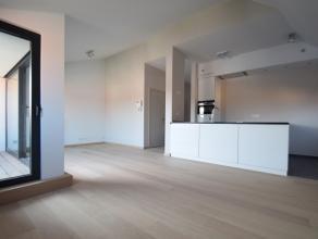 In het rustige, pittoreske Sint-Annakwartier vinden we in een authentiek residentieel pand op de 2de verd. dit comfortabel en instapklaar appartement