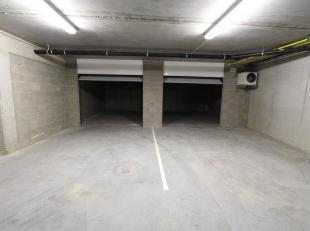 Deze ondergrondse garage G11 met ervoor parkeerplaats P1 is gelegen in het centrum van Gistel, op een boogscheut van de markt. Dit alles vervat in een