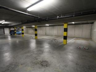 Ondergrondse parkeerplaats P3 in het centrum van Gistel, op een boogscheut van de markt. Dat alles vervat in een stijlvol, functioneel en duurzaam geb
