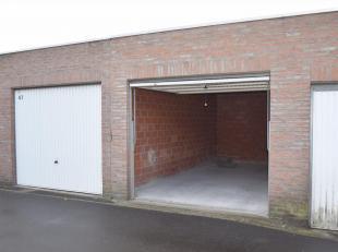 Deze garage (nr. 42) ligt in het centrum van Roeselare op de hoek van de Gaaipersstraat en Kattenstraat, op een boogscheut van de markt. Vraagprijs 25