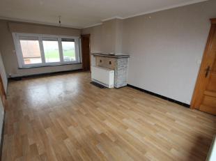 Dit appartement bestaat uit: inkomhal - toilet - badkamer - living - keuken - berging - groot terras - 2 slaapkamers - 2 opbergruimten beneden - carpo