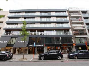 Dit appartement is gelegen op de 4de verdieping met een topligging in hartje Roeselare, vlakbij de grote markt, diverse winkels, station, ... . Dit ap