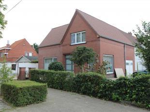 Heldere volledige gerenoveerde instapklare woning te Roeselare, bestaat uit: op GELIJKVLOERS: ruime inkomhal - bureau (4,80m x 2,75m) - woonkamer (5,0