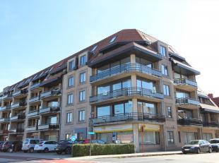 Dit appartement is gelegen op de 2de verdieping en bestaat uit: lift - inkomhal - living - terras - keuken - berging/wasplaats - toilet - badkamer - 2