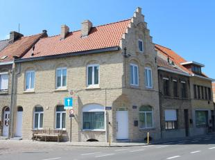 Deze volledig vernieuwde woning is gelegen in het centrum van Diksmuide en bestaat uit: living - keuken - grote kelder - terras - toilet - nachthal -