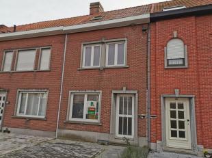 Gerenoveerde woning gelegen op wandelsafstand van het station van Tielt, bestaande uit: KELDER GELIJKVLOERS - inkom - woonkamer - nieuwe keuken (gasbe