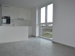 Dit prachtige nieuwbouwappartement vinden we terug op de eerste verdieping van residentie De Barge in Aalter. Het appartement is bereikbaar met de tra