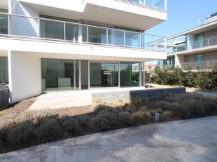 Kwalitatief afgewerkt nieuwbouwappartementmet autostaanplaats vlakbij het centrum en het strand van Oostduinkerke.<br /> Het appartement heeft volgend