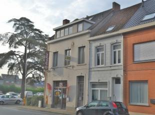 Deze aangename woning geniet van een uitstekende ligging in het centrum van Tielt, nabij verschillende winkels, supermarkten, invalswegen...  Bij het